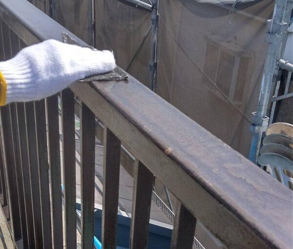 東京都葛飾区 I様邸 防水工事 外壁補修 屋上手摺りの塗装 ケレン作業とは (2)