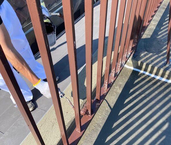 東京都葛飾区 I様邸 防水工事 外壁補修 屋上手摺りの塗装 ケレン作業とは (6)