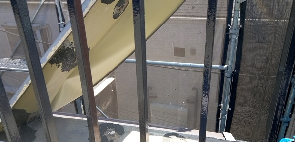東京都葛飾区 I様邸 防水工事 外壁補修 屋上手摺りの塗装 ケレン作業とは (4)