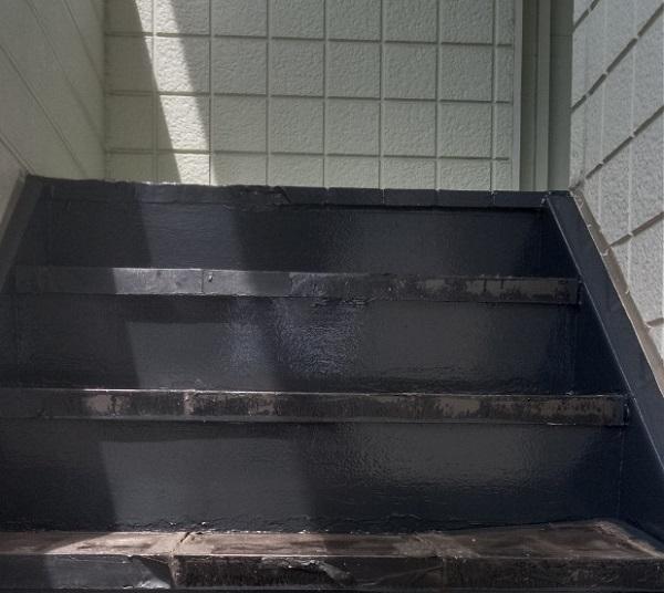 東京都江戸川区 外階段改修工事 アパート 上塗り ゴムマット敷 完工 (5)