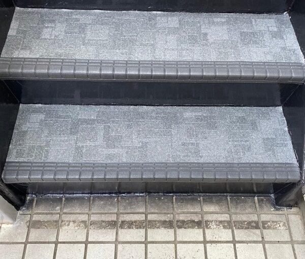 東京都江戸川区 外階段改修工事 アパート 上塗り ゴムマット敷 完工 (1)