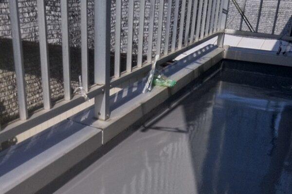 埼玉県さいたま市岩槻区 アパート 防水工事 防水材重ね塗り トップコート塗布 (1)