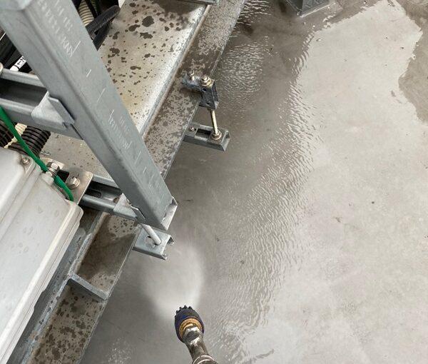 東京都台東区 ブロッケンビル改修工事 下地処理 高圧洗浄 (2)