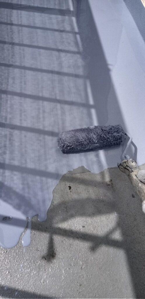 埼玉県さいたま市岩槻区 アパート 防水工事 防水材重ね塗り1 (2)