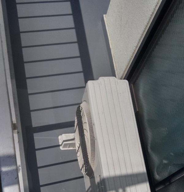 埼玉県さいたま市岩槻区 アパート 防水工事 防水材重ね塗り トップコート塗布 (3)