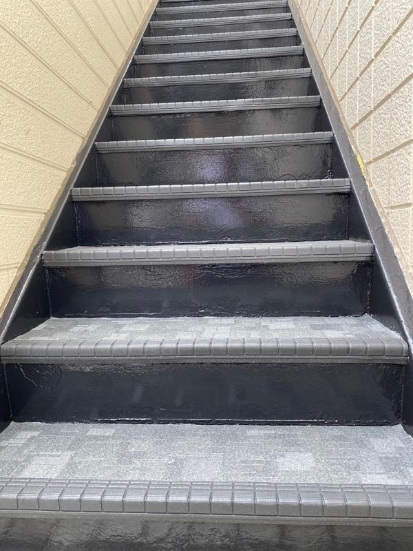 東京都江戸川区 外階段改修工事 アパート 上塗り ゴムマット敷 完工 (2)