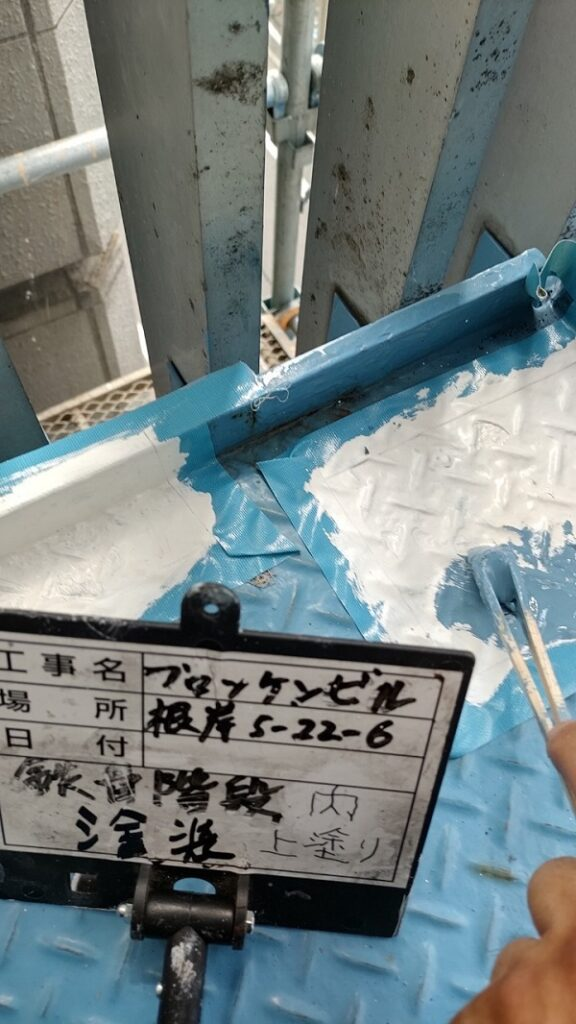 東京都台東区 ブロッケンビル改修工事 鉄骨階段塗装 錆びの恐ろしさ (4)